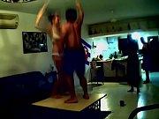 видео секс с молодым сыном на тренажере