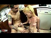девка показывает волосатую пизду смотреть порно