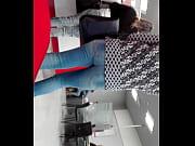 Bom c&uacute_ em jeans