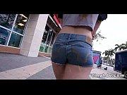 порно под хлянуть под юпку девушки