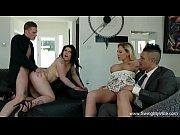 O Blonda Si O Bruneta Fac Sex In Grup