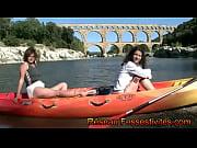 Le cano&euml_ au Pont du Gard pour deux filles en couche