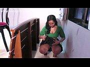 Секс со зрелой грудастой мамашей на кухне