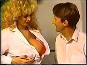 стриптиз молодой девушки с большой грудью видео
