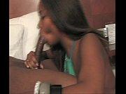 Парень делает татуировку девушке на грудь видео