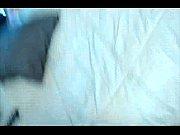 парень ласкает грудь девушки и раздевает секс видео