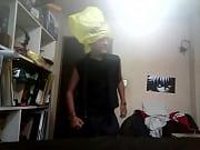 Uke canosito baila sensualmente con bolsa en la cabeza y penetra peluche.