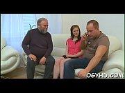 папа трахнул дочку смотреть