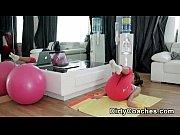 видео маструбирует шариками