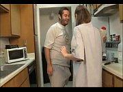 муж смотрит как жене делают массаж