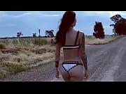 Девушки на фоне машин фото голые