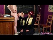 видео крупным планом девушка мастурбирует вибратором до оргазма