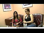 Русских девушек уговаривают трануть за деньги