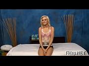жена фтуалете при мужиках голая фото