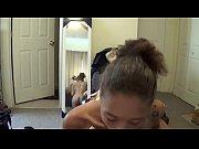 Порно суют предметы в пизду видео