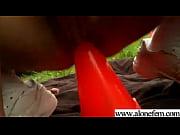 Девушка делает шикарный минет с окончанием в рот порно