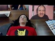 Порно подглядывает маму через стол