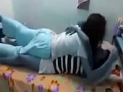 Сексуальная девушка в синих чулках