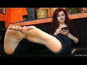 1691776 lady feet soles rub