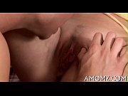 порно муж трогает жену за сиськи 2 размер