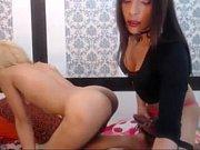 Видео как девушка трахает мужа двухсторонним страпоном