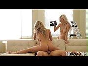 спектакль с голыми актрисами