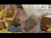 Фото дочка в ванной мастурбирует а папа подглядывает и дрочит
