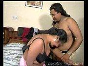 Голая девушка убирает в доме порно видео