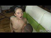 Шарлин лайн испытывает новую секс машину на публике видео