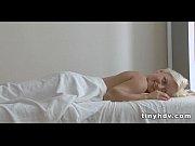 Порно молодая сексуальная мамаша учит сына сексу в ванной