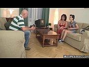 Сын с друзьями кончает в маму онлайн видео