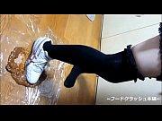 【fetish】japanese girl food crush with knee high socks.