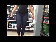 se&ntilde_ora en la tienda coqueteando