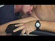 Огромный толстый член монстр разрывает тугой анал видео