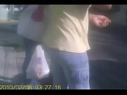 Мужик дрочит себе хуй в бутылкой видео