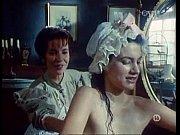 Видео разглядываем голую женщину
