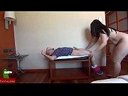 pareja dandose masajes por todo el cuerpo y.