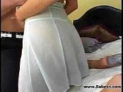 пьяный парень раздивает девушку догола видио