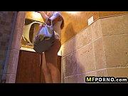 волосатые дамы писяют в туалете видео