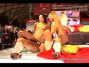 Толстые волосатые русские мамаши с большими сиськами трахаються с парнями своей дочери и их застукивают