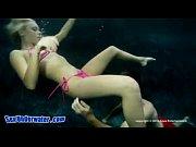 Трансексуалы у бассейна порно видео