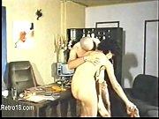 Красотка в черных чулках на фотосесии порно видео