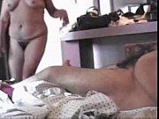 Зрелые женщины трахаются на природе