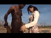 上原亜衣がついにアフリカの黒人と野外でフェラしたりAV撮影に挑む