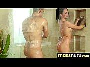 мастурбирует вибратором оргазм порно
