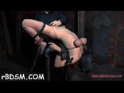 Парень увидел как жевушка мастурбирует и помог ей