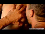 Женщина кормит мужика хуем геи