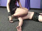лизать сперму из пизды проститутки