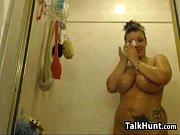 thick cam slut masturbates and showers