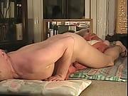 Порноролик где актер с пустушкой и в слюнявчике